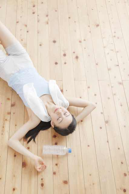 床で寝る腰痛